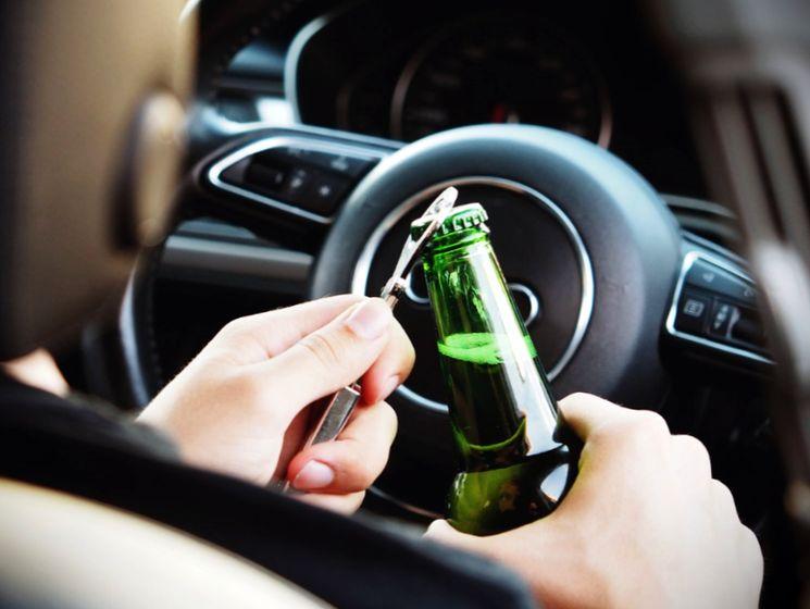 Чем грозит распитие спиртного в припаркованном автомобиле