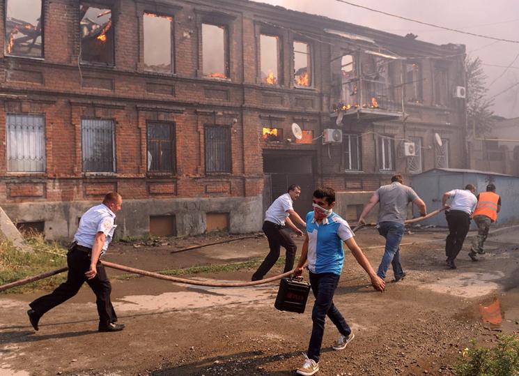 Должны ли посетители помогать сотрудникам общественного места в ликвидации пожара