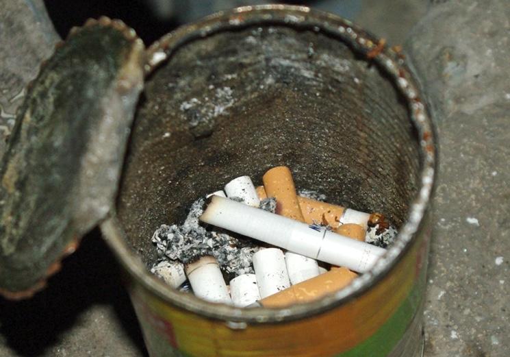 Как бороться с курением на лестничных площадках домов?