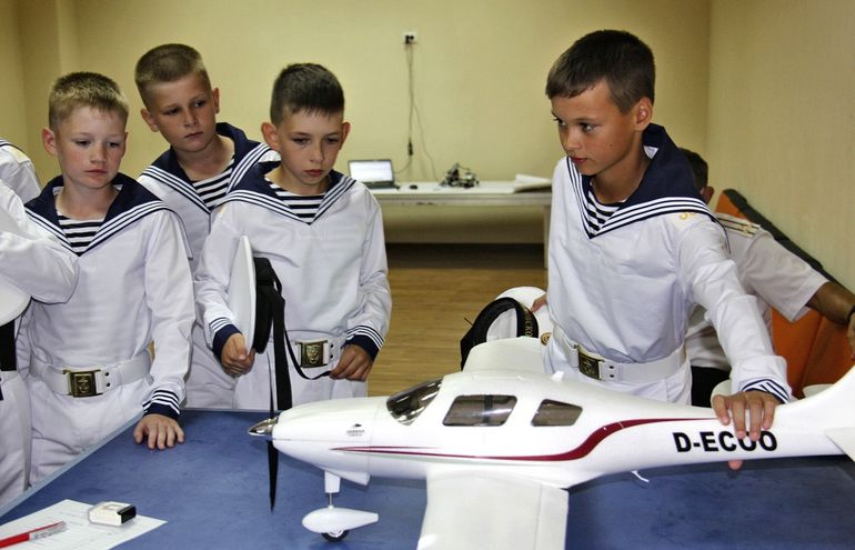 Кадеты морского кадетского корпуса на уроках