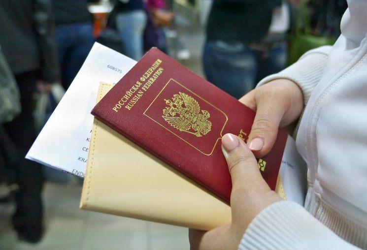 Как несовершеннолетнему ребенку получить гражданство РФ?