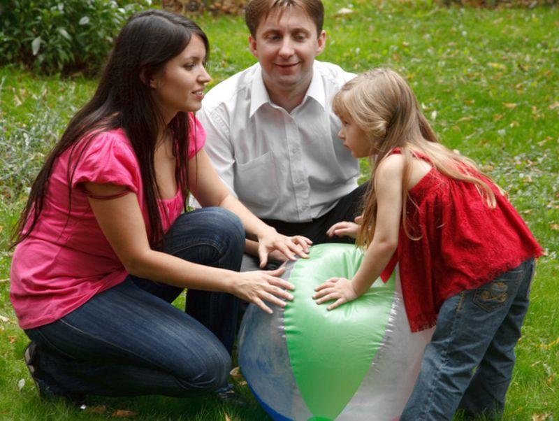 Как стать приемными родителями - процедура, документы и условия для установления опеки над ребенком