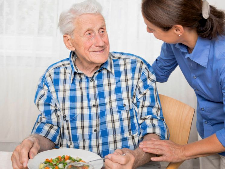 В каких случаях оформляется опекунство над пожилым человеком