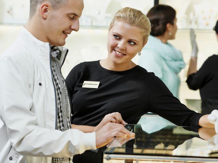 Что входит в обязанности продавца-консультанта