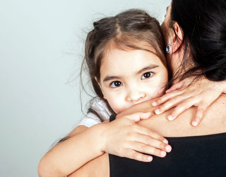 Я изменила мужу, он подал на развод, кому суд оставит нашу дочку?