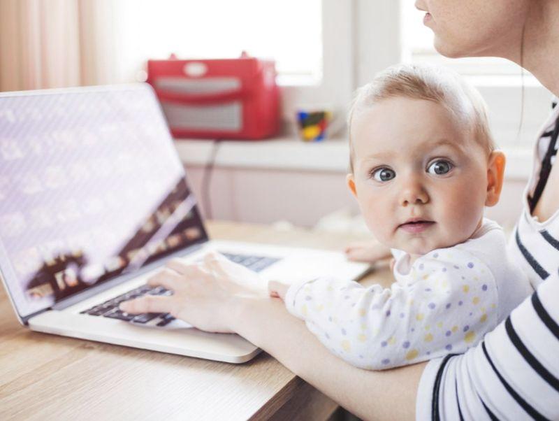 Как получить материальную помощь и пособие при рождении ребенка