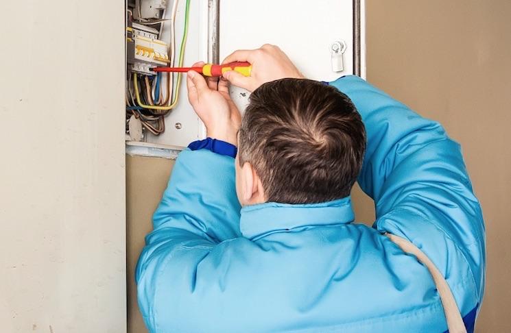 Можно ли поменять электросчетчик самому