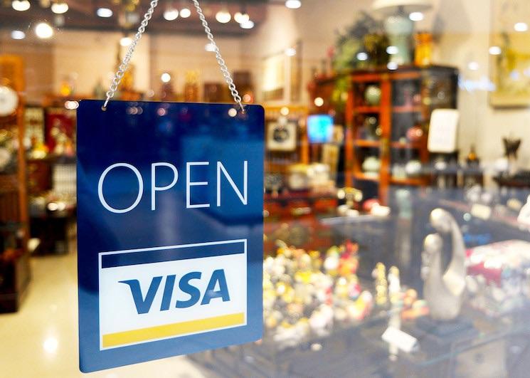 Visa проводит эксперимент по услуге снятия наличных прямо на кассах магазинов