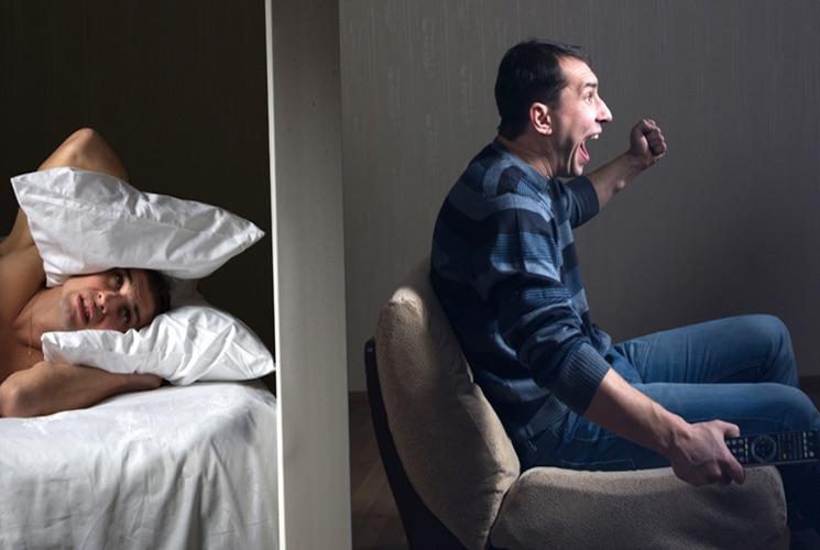 Со скольки и до скольки можно шуметь в квартире по времени?