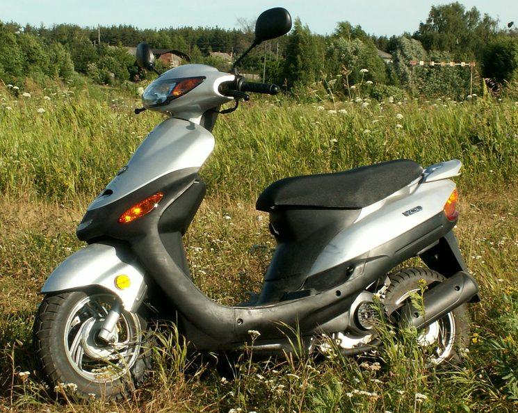 Обязательны ли водительские права на управление скутером