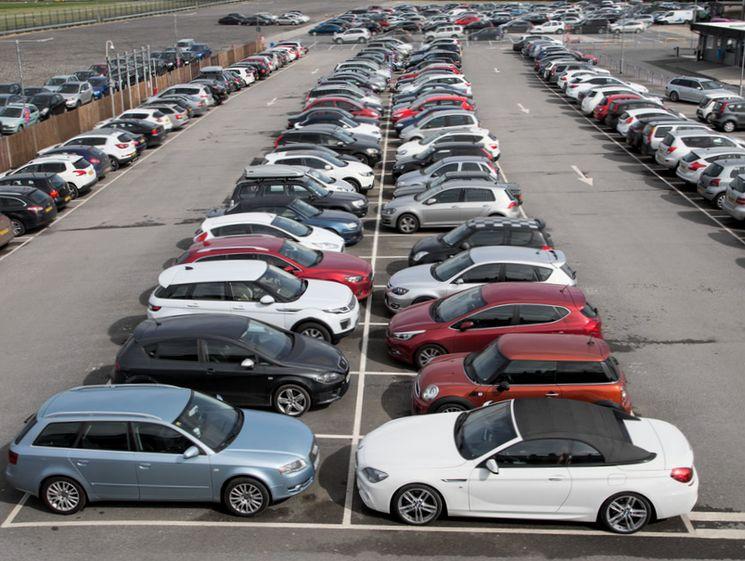 О чем надо помнить при заключении договора хранения автомобиля на платной стоянке